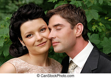 Foto de una feliz pareja de bodas
