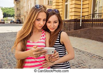 foto, teléfono, selfie, elaboración, dos, lindo, niñas
