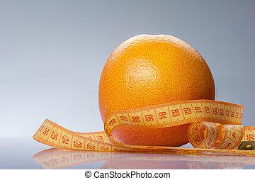 Fruta cítrica amarilla con cinta adhesiva para su salud