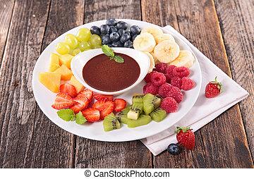 Fruta variada y salsa de chocolate
