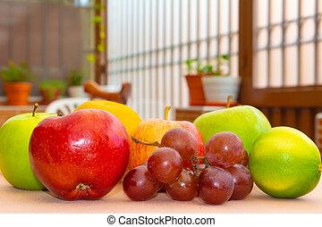Frutas sobre la meseta de cerca