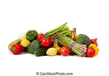 Frutas y verduras variadas en un fondo blanco