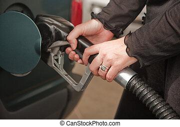 gasolina, mujer, bombeo