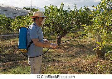 Gastando pesticida