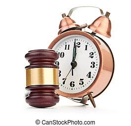 Gavel y viejo reloj