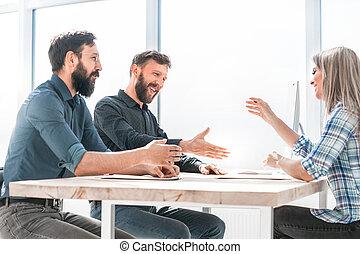 gente, algo, empresa / negocio, sentado, discutir, oficina, mesa.