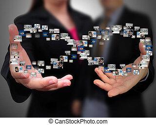 Gente de negocios con redes sociales