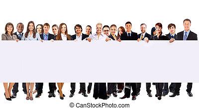 Gente de negocios con un anuncio aislado sobre el blanco