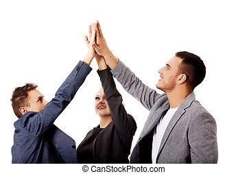 Gente de negocios dando cinco