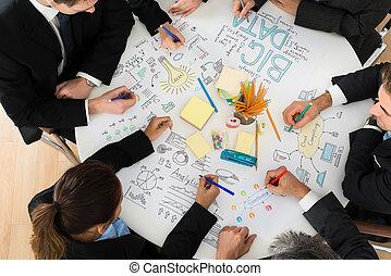 Gente de negocios discutiendo en la reunión