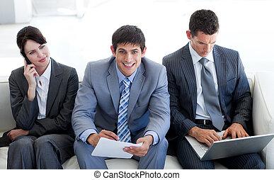 Gente de negocios en la oficina