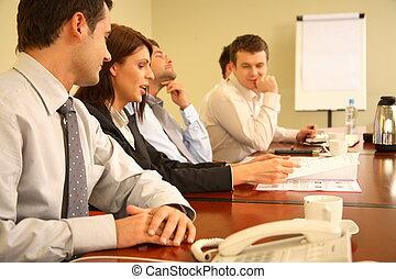 Gente de negocios en una reunión informal