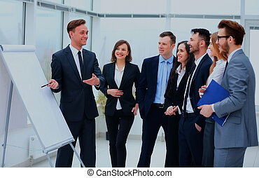 Gente de negocios reuniéndose con el concepto de comunicación de oficina de trabajo.