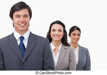 Gente de negocios sonriente haciendo cola