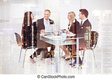 Gente de negocios trabajando en el escritorio