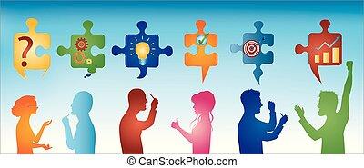 Gente de perfil color gestando. Trozos de rompecabezas con símbolos de resolver problemas. Solución de negocios. Concepto el equipo de resolución de problemas. Estrategia y éxito. Servicio al cliente. Trasfondo azul