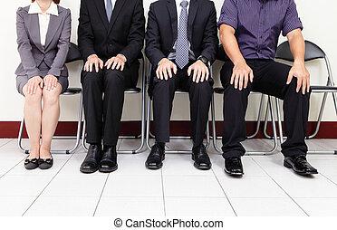 Gente esperando una entrevista de trabajo