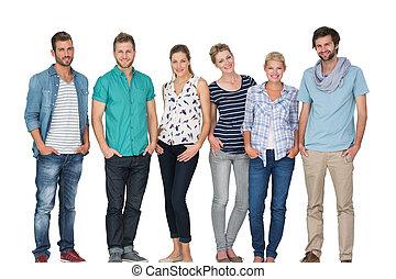 gente, retrato, manos, feliz, casual, bolsillos