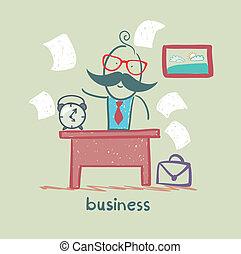 Gente trabajando en el negocio de escritorios