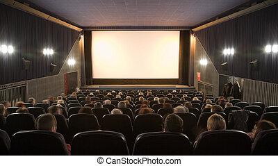 Gente viendo películas