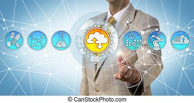 Gerente de negocios adoptando la primera estrategia de nube