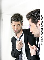 gesto, hombre, guapo, espejo, humor, divertido
