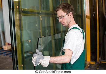 Glazier en taller de manejo de vidrio