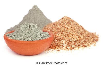 Grady cemento en un tazón con dos tipos de arena