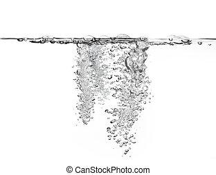 Gran cantidad de burbujas de aire en el agua