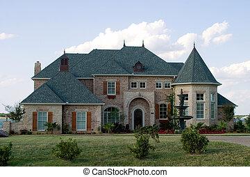 Gran casa de ladrillos en el lago