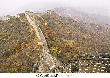 Gran pared durante la temporada de otoño