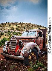 grande, camión viejo, oxidado, recolección