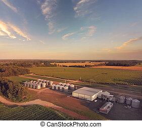 grande, moderno, grano, crops., planta, aéreo, almacenamiento, paisaje, granja, procesamiento