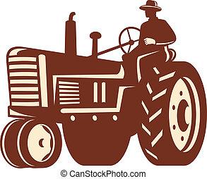 Granjeros conduciendo tractores antiguos