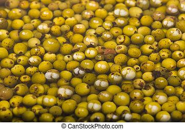 Granos de pimienta verdes