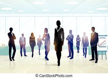 Grupo de ejecutivos de siluetas