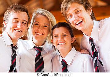 Grupo de estudiantes felices