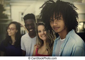 Grupo de generación internacional y jóvenes adultos