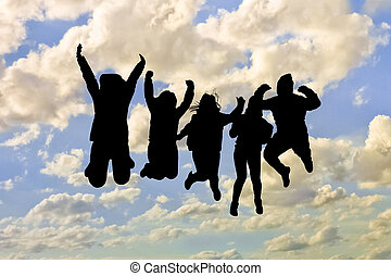 Grupo de personas saltando siluetas en el cielo