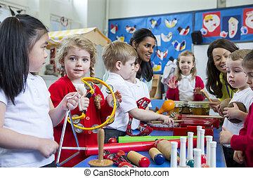 guardería infantil, lección, ruidoso