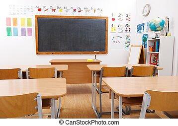 Habitación de clase vacía de la escuela primaria