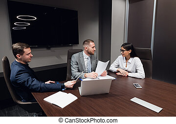 habitación de reunión, conferencia, oficina, compañeros de trabajo, proyecto, discutir