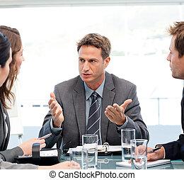 Habla el gerente carismático