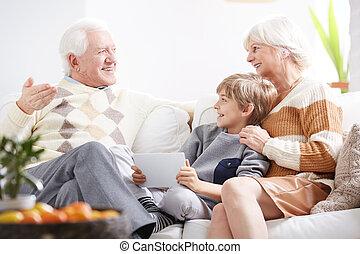 Hablando con los abuelos