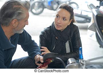 hablar, mecánico, motor, hembra, sobre, cliente, coche, macho