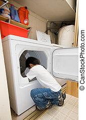 Haciendo tareas domésticas
