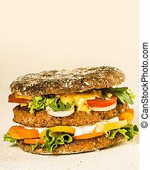 Hamburguesa sabrosa de gourmet con espacio de copia en la parte superior