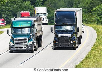 Hay mucho tráfico en la autopista interestatal
