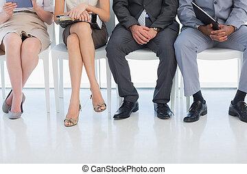Hay poca gente esperando una entrevista de trabajo