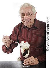 helado con frutas y nueces, encantado